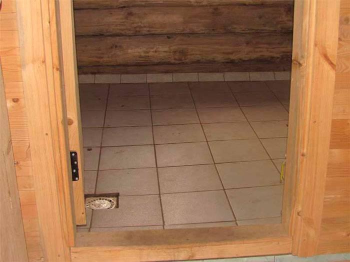 Нескользящая плитка для бани на пол (39 фото): как положить плитку на деревянный пол с уклоном, выбор клея и укладка