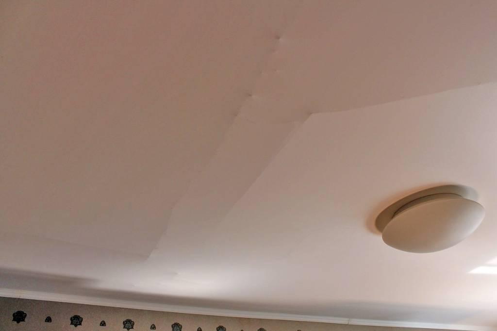 Ремонт натяжных потолков после пореза (34 фото): что делать в первую очередь и как заклеить своими руками
