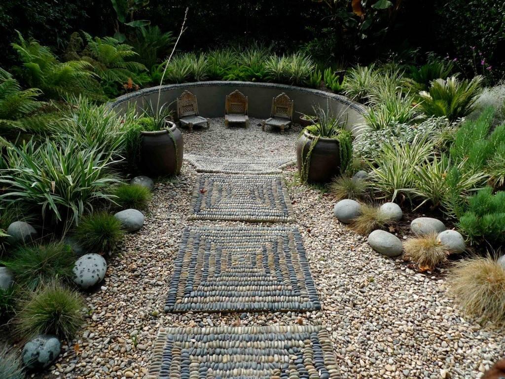 Тротуарная плитка для дорожек на даче (44 фото): природный эко-камень в виде ромба, материалы «паутинка» и под дерево для сада