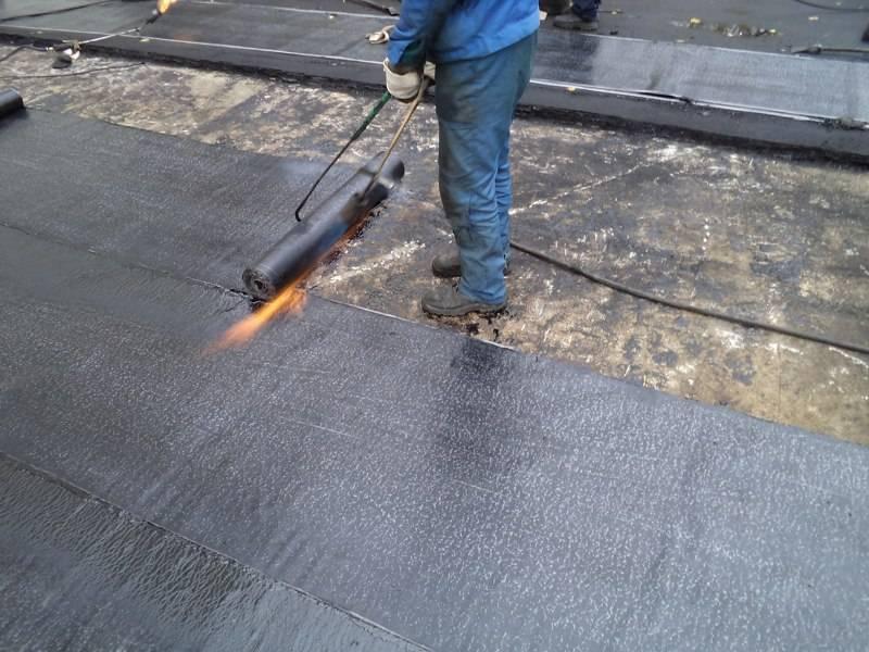 Ремонт кровли на даче: виды ремонтных работ, как определяется их необходимость и цена