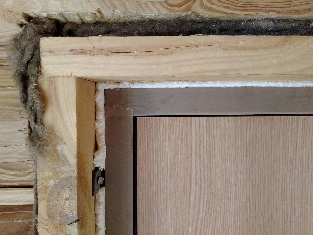 Как устранить перекос входной двери из металла: варианты решений