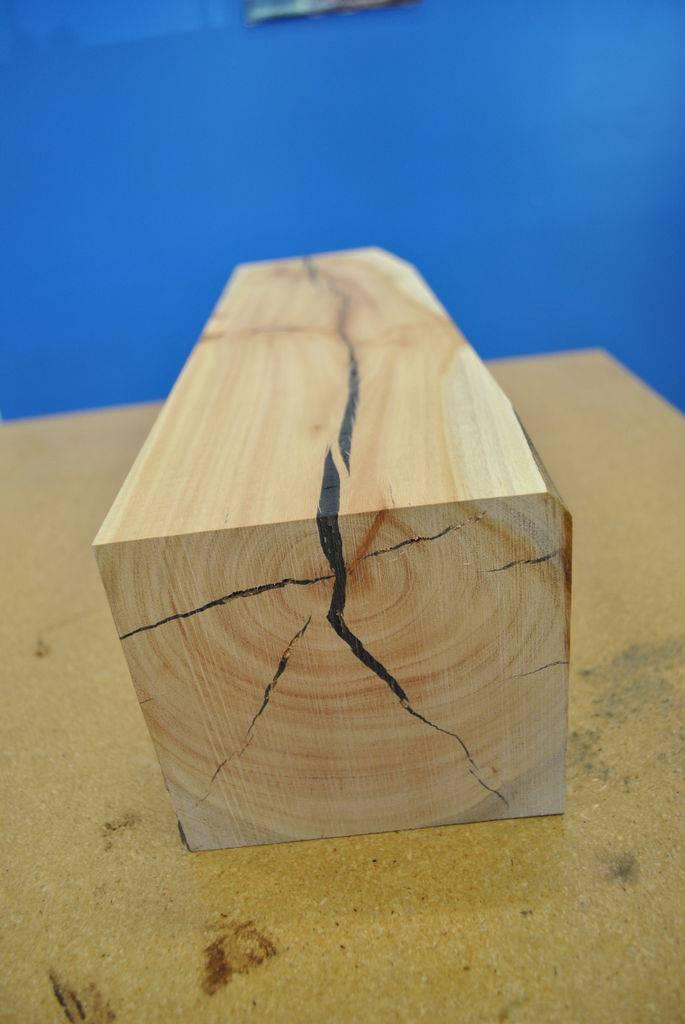 Обзор лучших вариантов по заделке щелей и трещин в деревянном полу, их плюсы и минусы, рекомендации специалистов