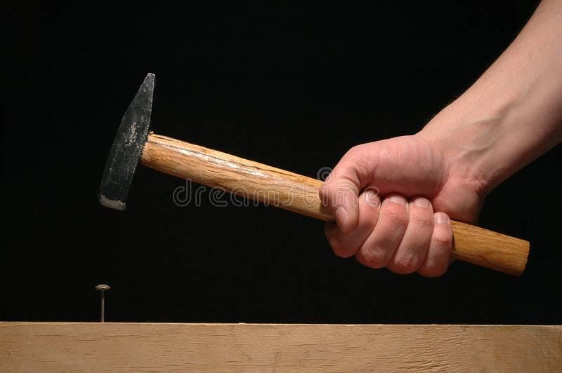 Как забить гвоздь в бетонную стену без помощи дрели или перфоратора