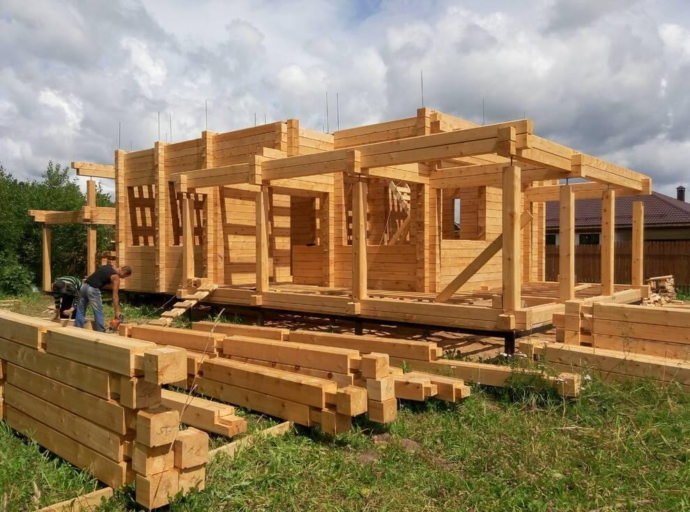 Строительство бань из клееного бруса: преимущества и особенности