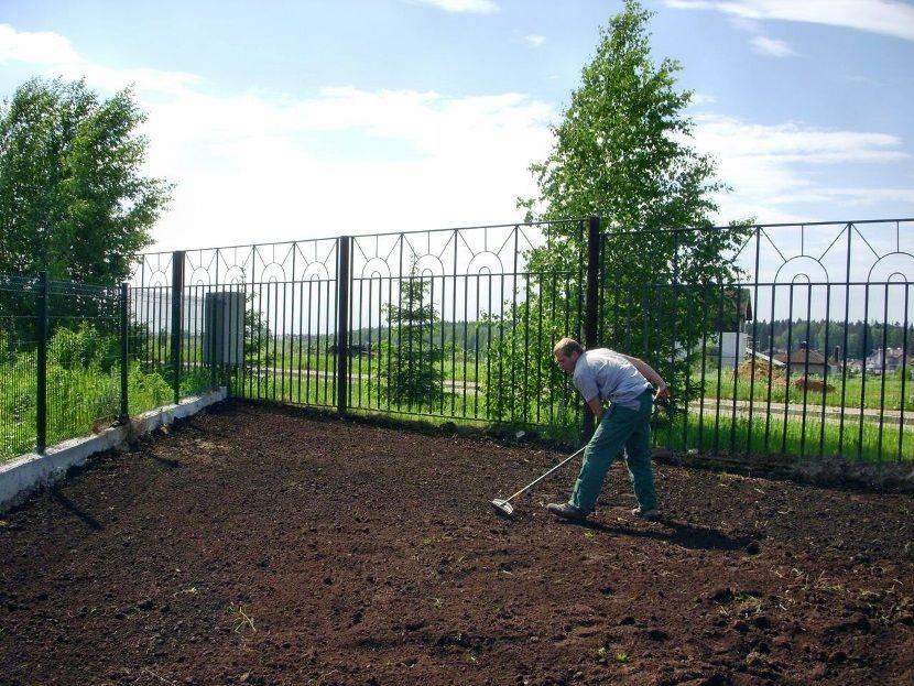 Выравнивание участка: как выровнять земельный участок под газон на даче трактором? выравнивание дачной земли песком вручную