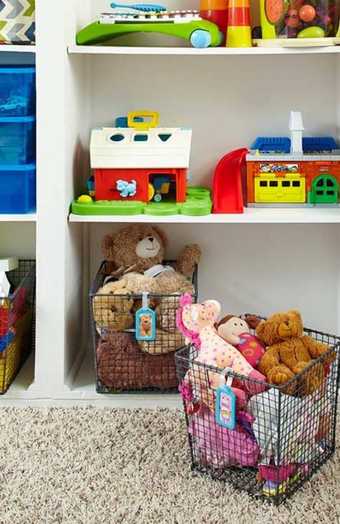 Как лучше хранить игрушки в детской?