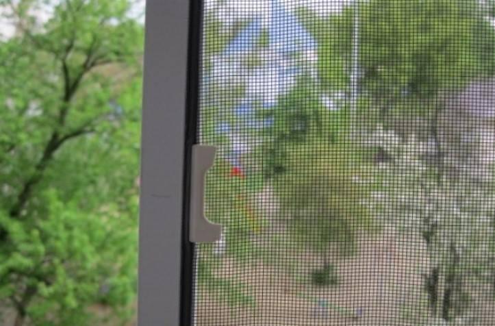 Москитная сетка на пластиковое окно: инструкция по установке + фото