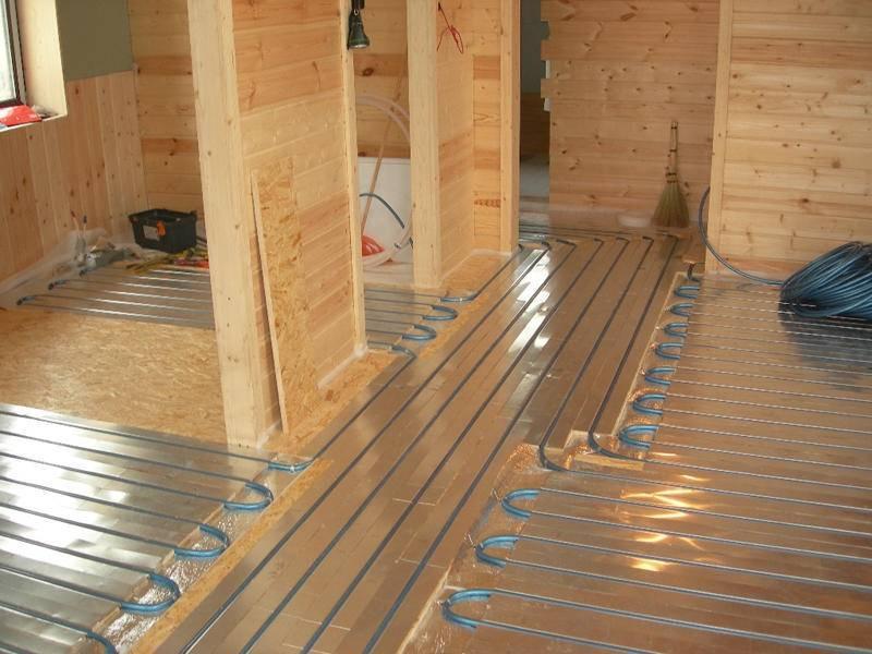 Теплый пол по деревянным лагам: как сделать на деревянном полу водяной, монтаж по балкам под доску, укладка на фото и видео