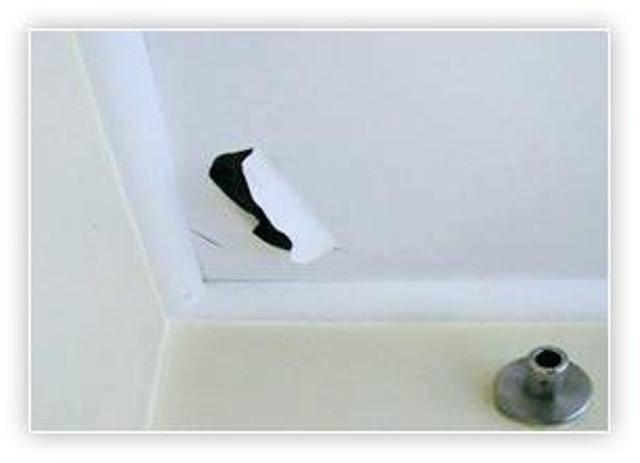 Как самостоятельно заклеить дырку и заделать отверстие в натяжном потолке
