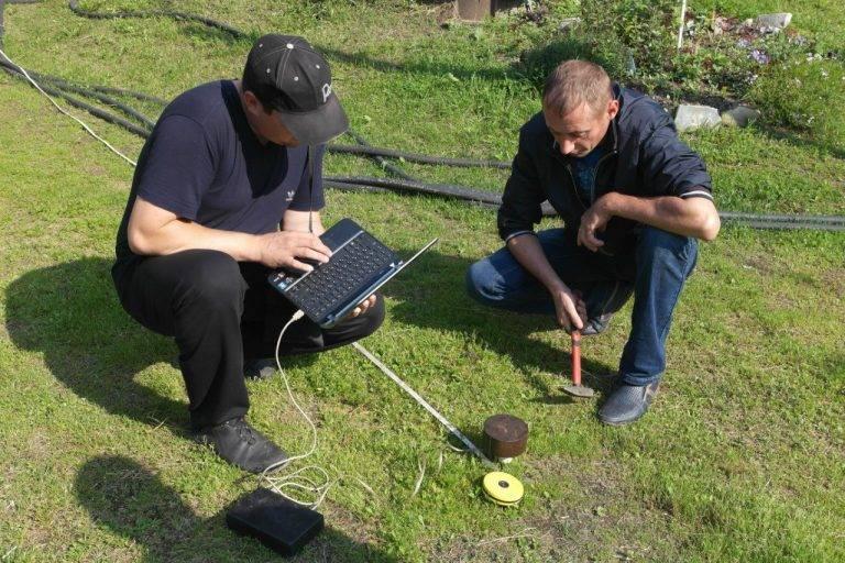 Как найти воду для колодца на участке и определить водоносный слой