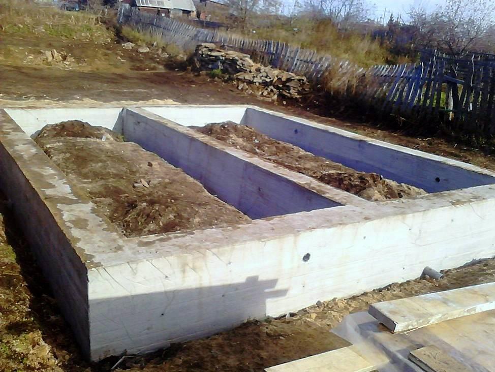 Выбираем ленточный фундамент для бани или можно обойтись вариантом подешевле? определяемся с выбором и заливаем