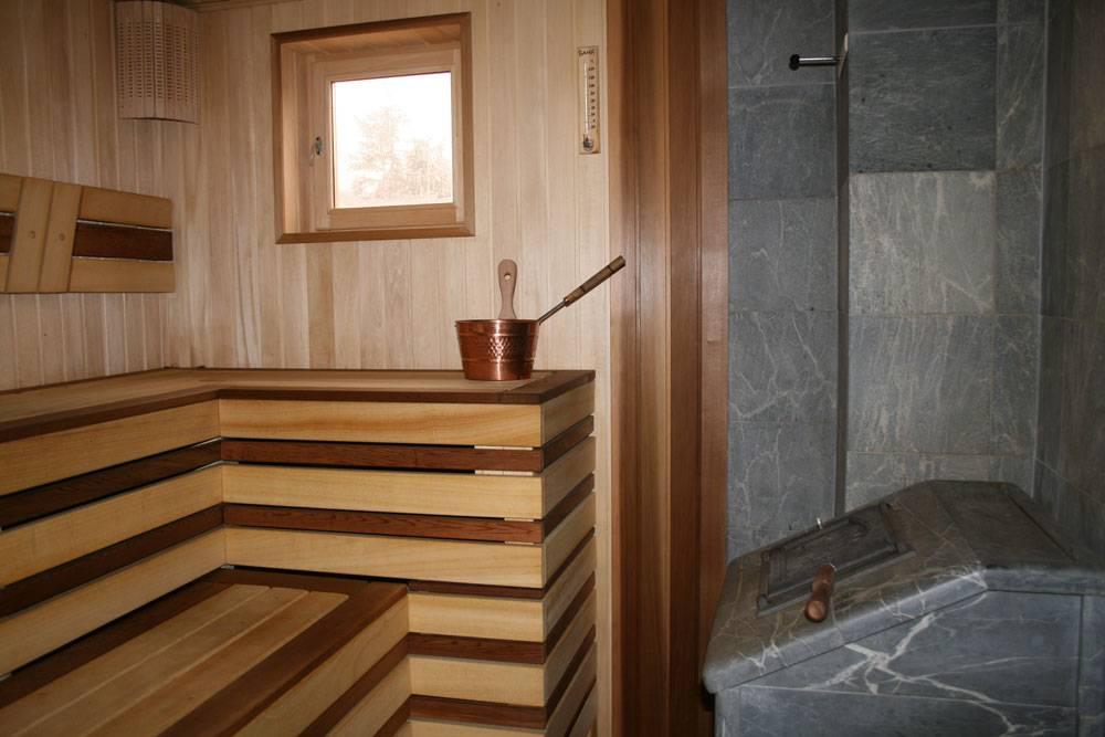 Особенности окон для бани и их монтаж