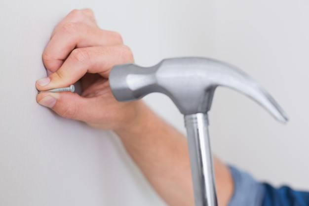 Как правильно забить гвоздь? выбор инструмента и техника работ.