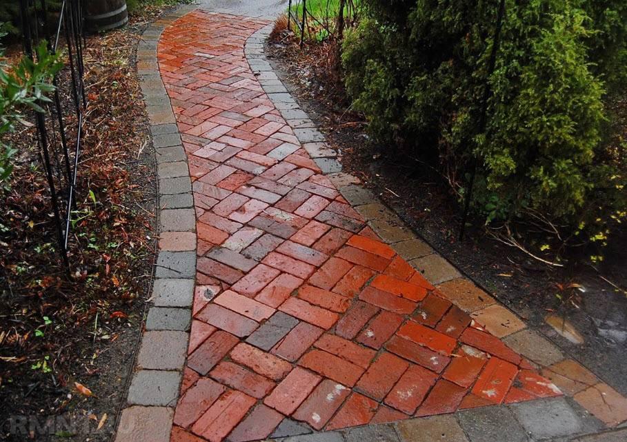 Садовые дорожки из плитки: фотоподборка идей