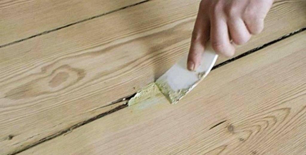 Ремонт деревянного пола (49 фото): чем заделать щели между досками в квартире и как устранить скрип своими руками в частном доме или «хрущевке»