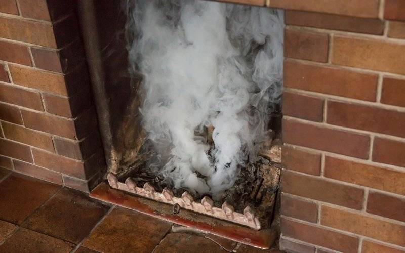 Почему дымит печь и как это исправить самостоятельно?