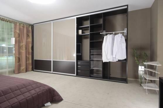 Встроенный шкаф купе в спальню - правила выбора   фото