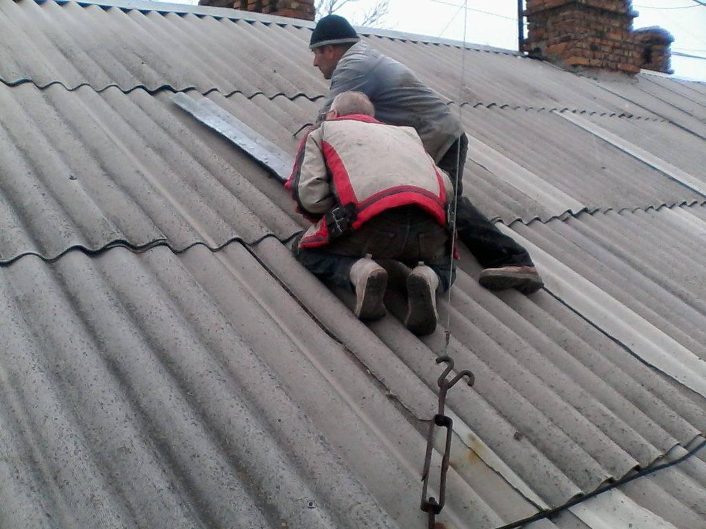 Чем и как починить трещину в шифере на крыше: обзор 7-ми лучших способов