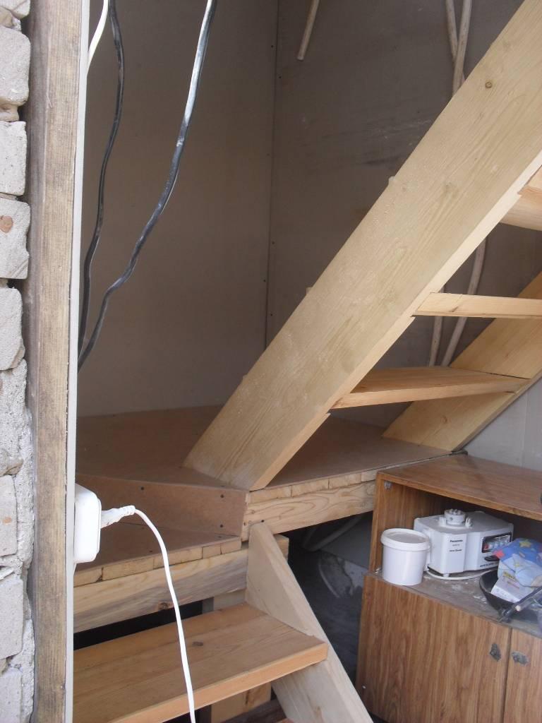 Лестница на мансарду: варианты и установка своими руками