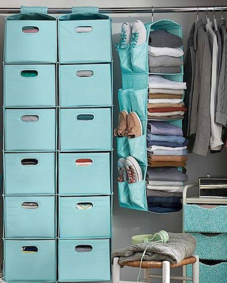 Как хранить одежду, когда нет шкафа