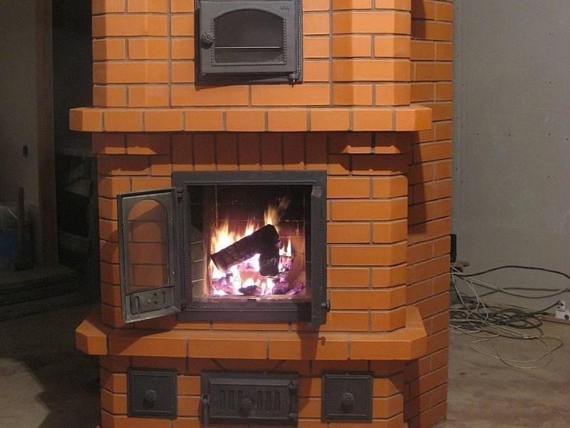 Выбираем печь-камин для бани: варианты и нюансы с дверкой, советы по самостоятельному возведению