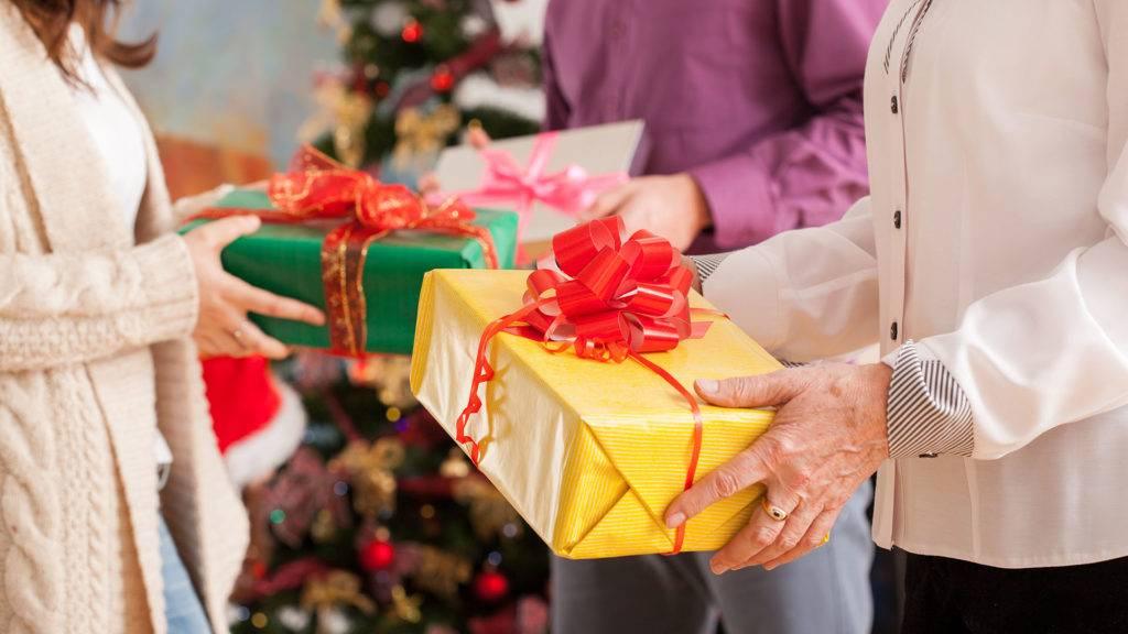 Что можно попросить на новый год - презенты для семьи и коллег