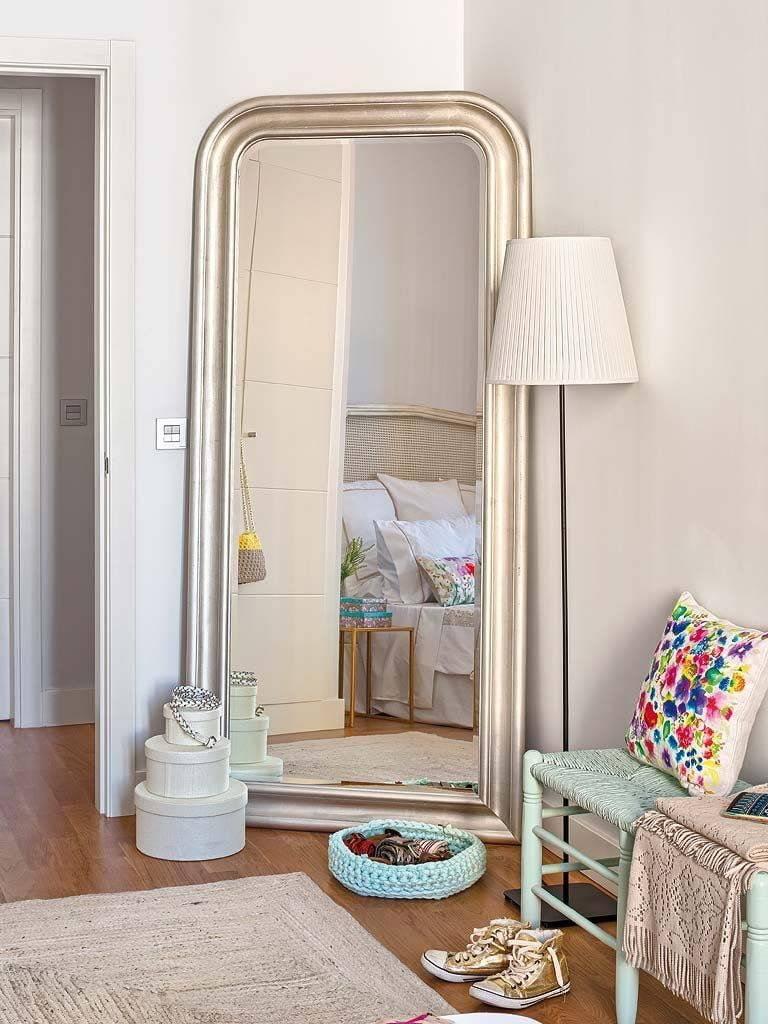 Зеркало в спальне: виды и формы, правила размещения по фэншуй