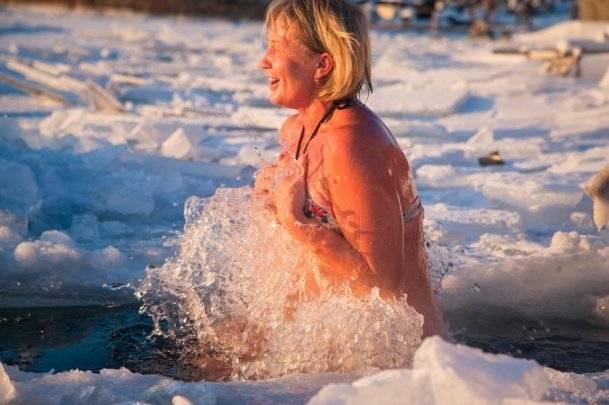 Снег, прорубь и другие виды закаливания после бани: за и против