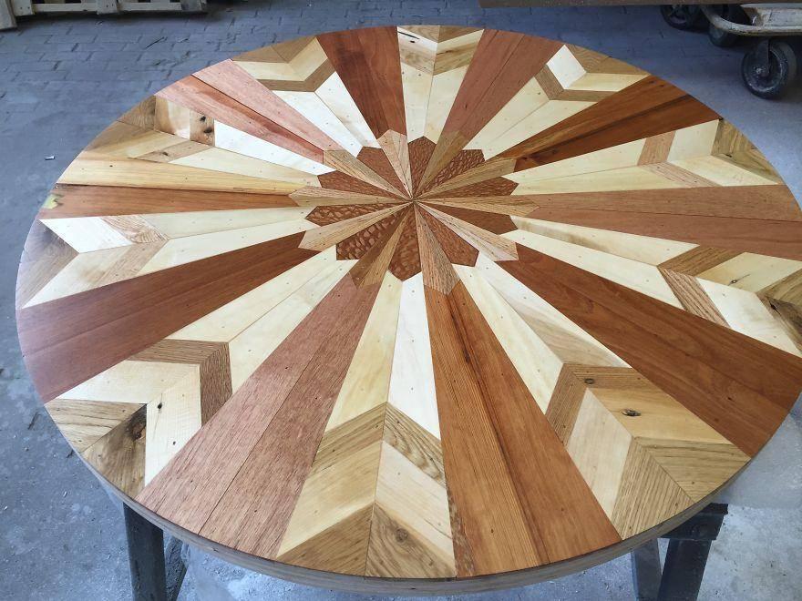 Деревянная мозаика в интерьере: плитка из дерева на стенах и столе, виды отделочного материала из древесины