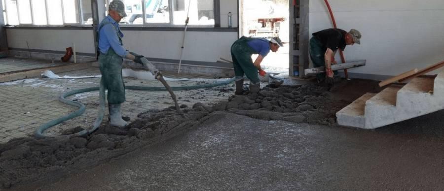 Стяжка пола в гараже: как сделать бетонную стяжку своими руками, толщина, как залить, заливка на фото и видео