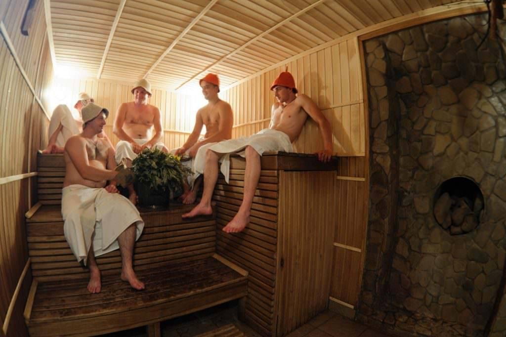 Плюсы и минусы посещения бани при простуде