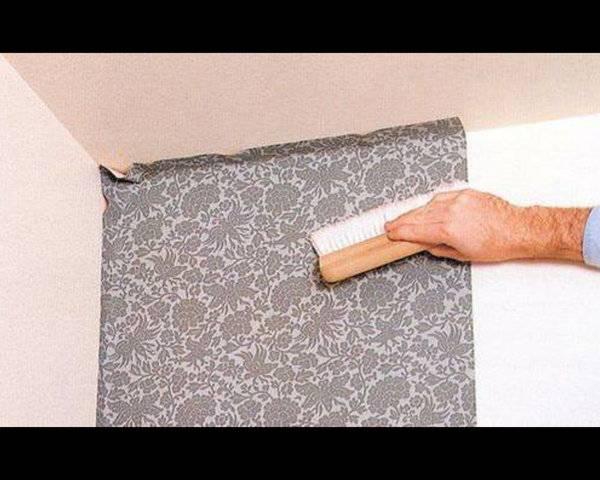 Как расположить постеры и картины, если стены нельзя сверлить?