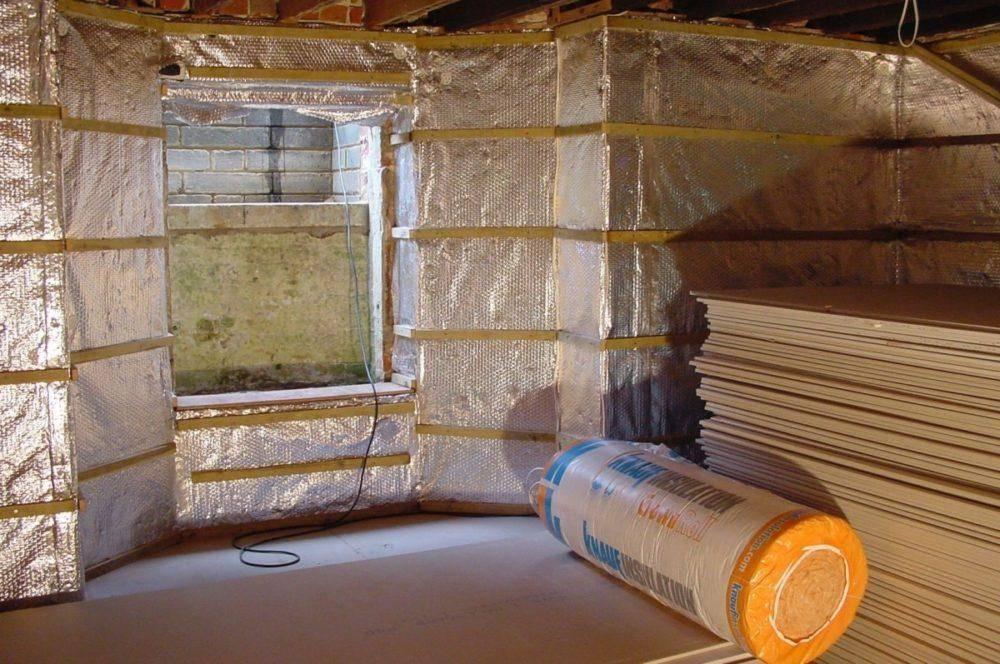 Утепление потолка в бане (56 фото): как утеплить конструкцию с холодной крышей, чем утеплять со стороны чердака, как выбрать утеплитель