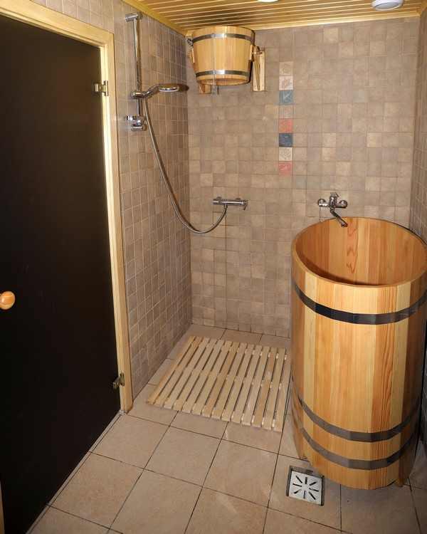 Как сделать душ в бане: советы бывалых мастеров