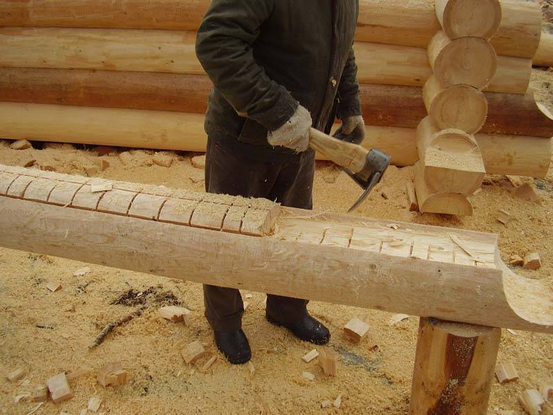 Обработка торцов бревен сруба из оцилиндрованного бревна
