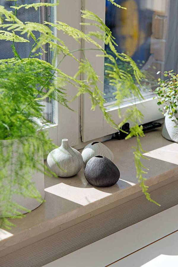 Как украсить подоконник: 60 легких идей из предметов, которые найдутся в доме | дизайн-ремонт.инфо. фото интерьеров. идеи для дома