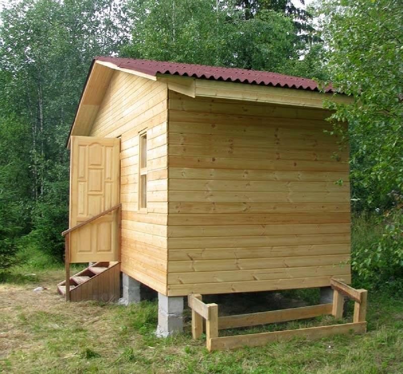 Чем хороша каркасная мини баня на даче?