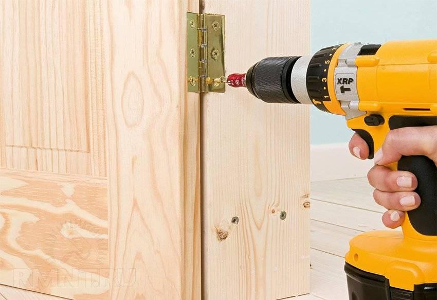 Железная дверь в деревянный дом: установка, правильная инструкция