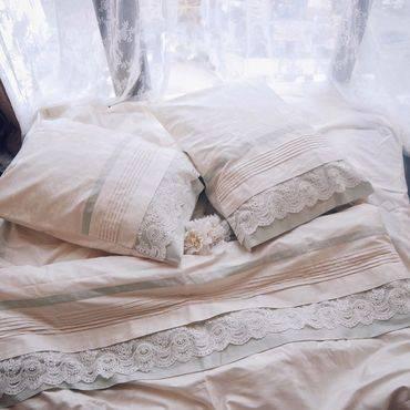 Как компактно сложить постельное белье? как свернуть комплект в шкафу, по методу конмари и в наволочку, в упаковку и другими способами?
