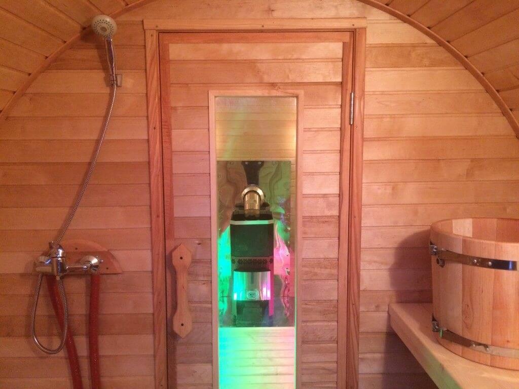 Душ в бане: правила обустройства, варианты отделки