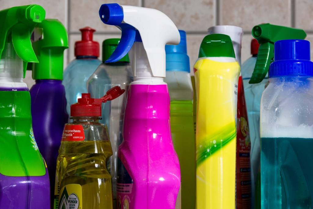 Рейтинг лучших средств для мытья посуды: какое самое безопасное моющее выбрать
