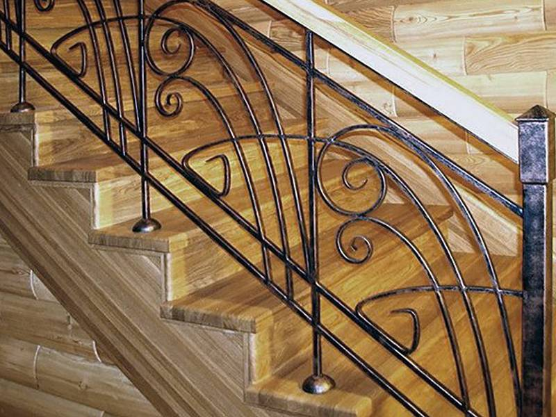 Кованые перила (36 фото): ограждения с ковкой для маршей лестниц, элементы для винтовых конструкций на второй этаж внутри частного дома, эскизы и размеры