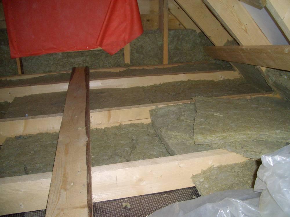 Как утеплить потолок чердака: характеристика материалов