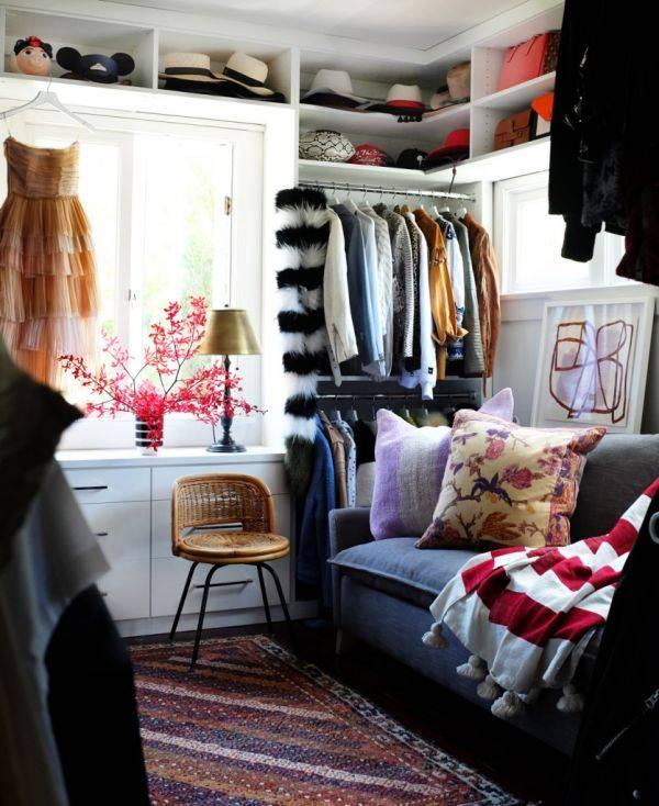 15 способов повесить вещи, если нет шкафа (фото)