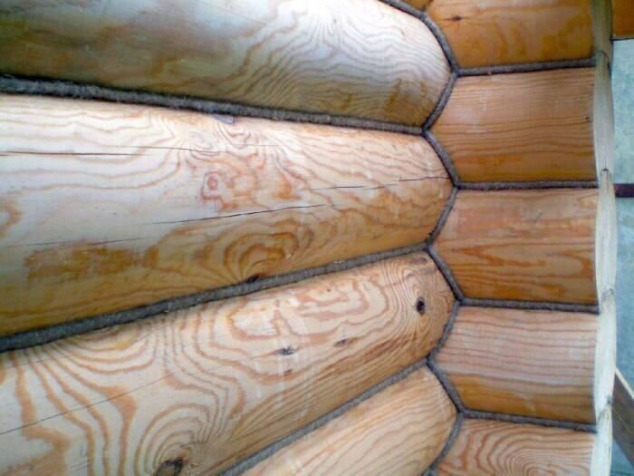 Утепление деревянного дома: что выбрать, герметизацию или конопатку?
