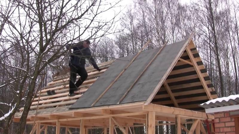 Чем недорого покрыть крышу на даче — 5 экономных вариантов
