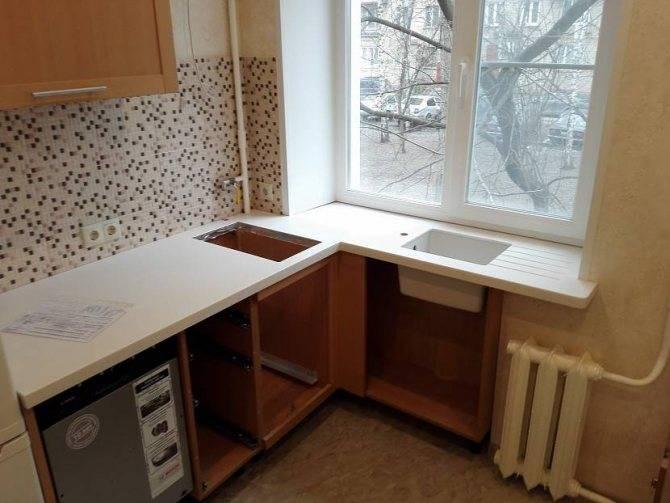 Стол-подоконник на кухне — экономим пространство