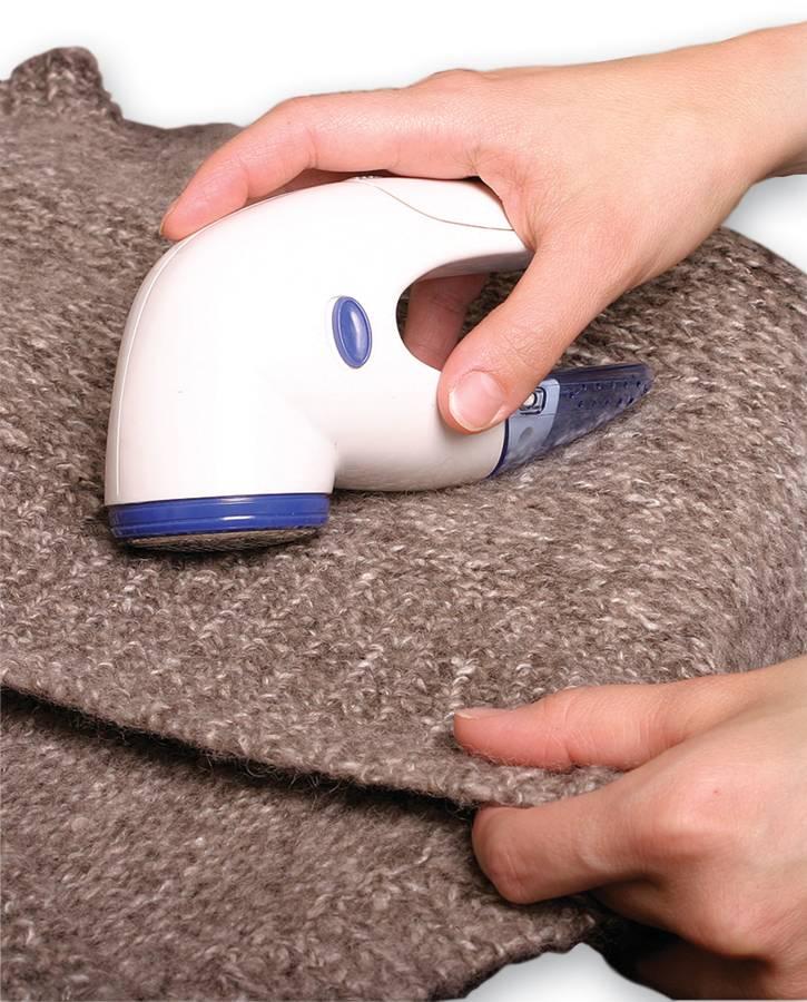 Как убрать катышки с одежды: кофты, штанов, платья