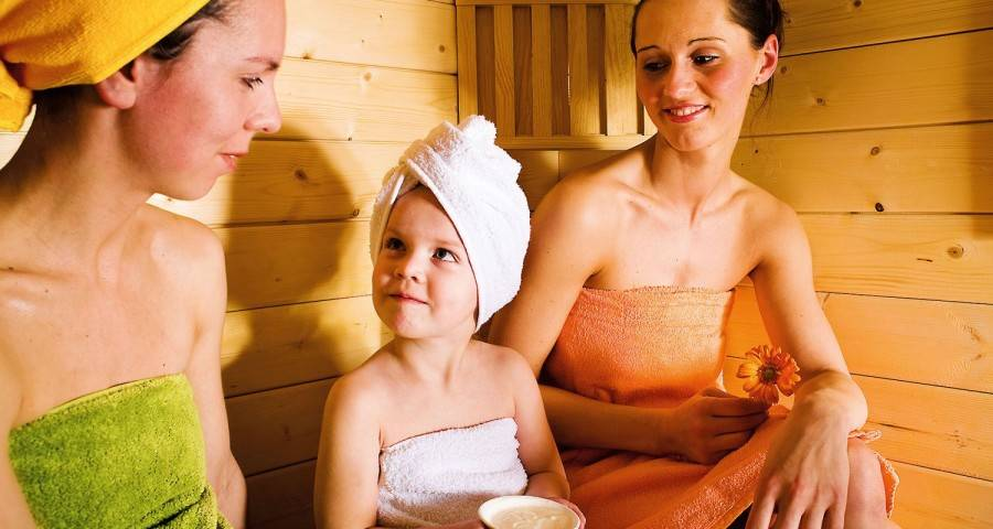 Дети в бане: что нужно знать и о чем помнить