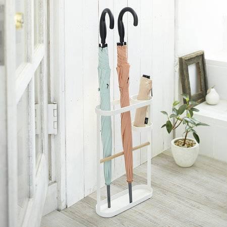 Для чего нужна подставка для зонтов в прихожую и как сделать ее своими руками